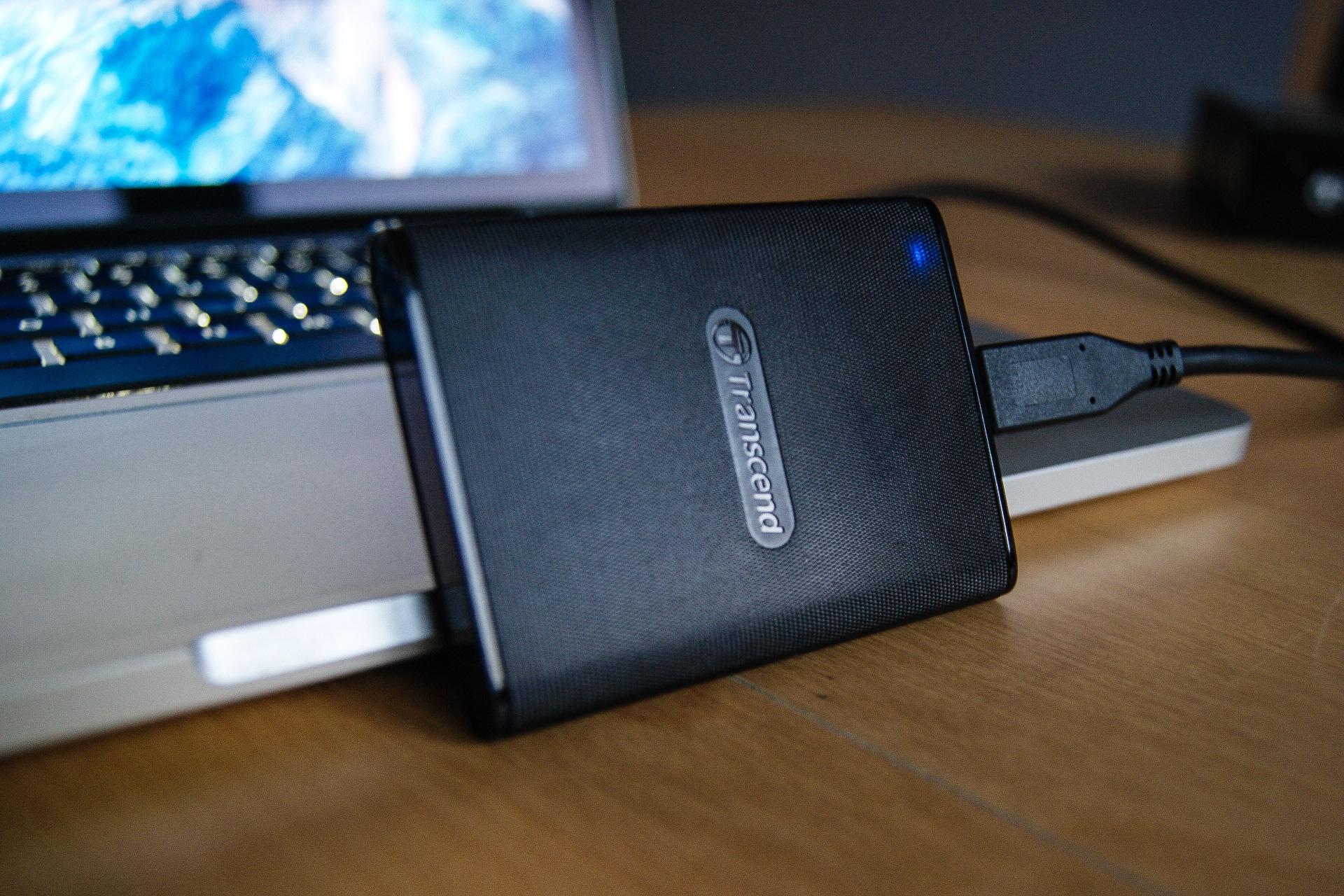 Mój ulubiony towarzysz MacBooka. Transcend ESD220C – recenzja