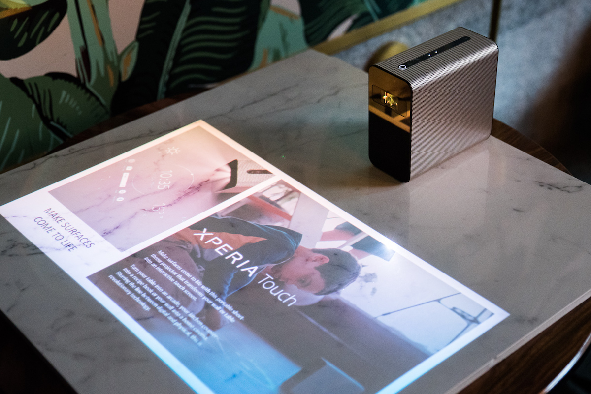 Sony Xperia Touch zamieni twój stół lub podłogę w multimedialny tablet z Androidem