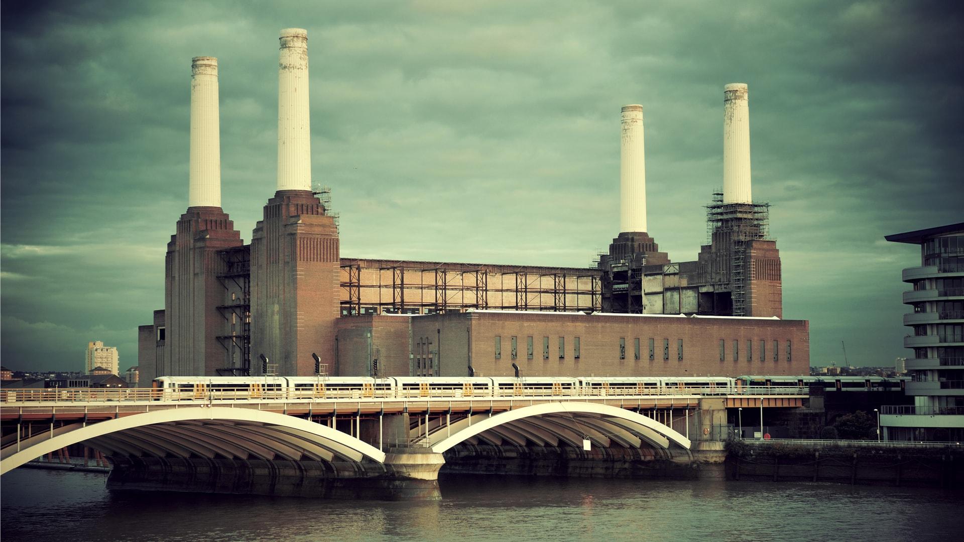 Elektrownia Battersea jest znana miłośnikom muzyki z okładki płyty Pink Floyd.