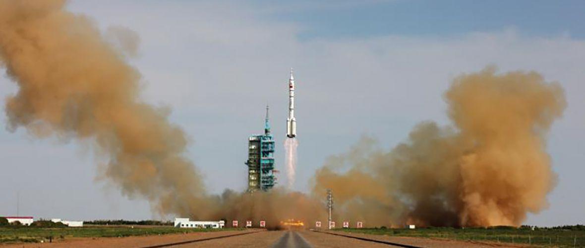 My tu gadu gadu, a tymczasem Chińczycy wysyłają człowieka na Księżyc