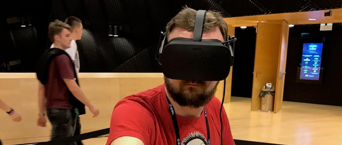 Stałem godzinęw kolejce do Superhot VR i nie żałuję. Polacy czują wirtualną rzeczywistość