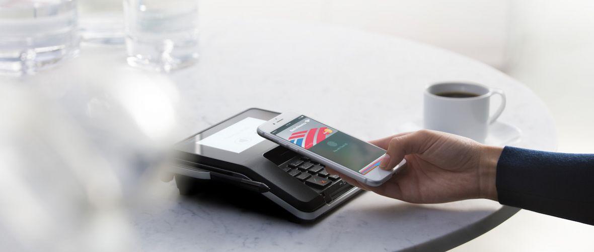 Płatności Apple Pay zmierzają do Polski. Już pięć banków negocjuje z Apple