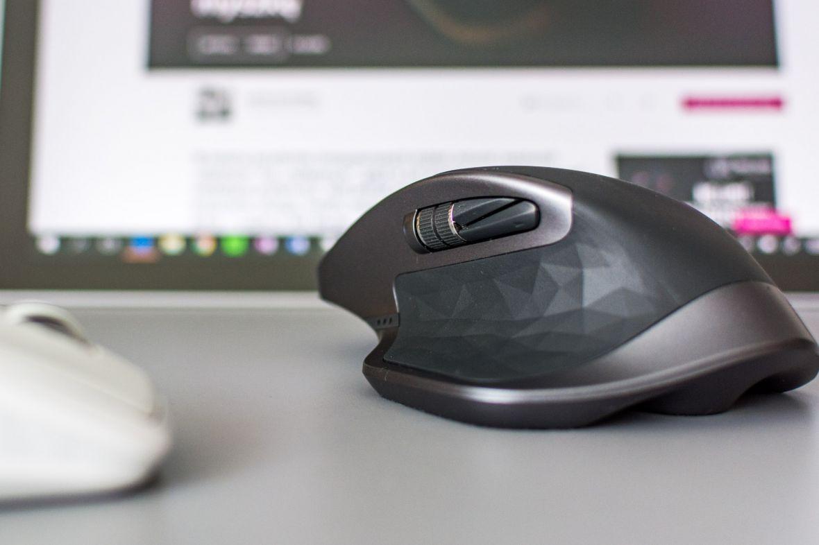 Jeśli jest myszka, którą powinien kupić każdy grafik czy projektant, to właśnie Logitech MX Master 2s