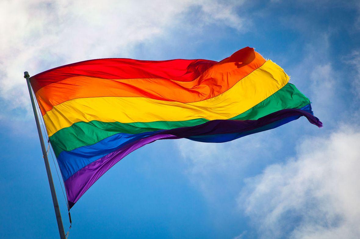 Duma LGBT na Facebooku! Co oznacza tęczowa flaga i jak korzystać z nowej reakcji?