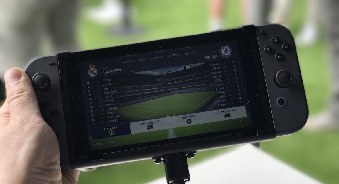 Piłka jest jedna, a Joy-cony są dwa – to właśnie FIFA 18 na Nintendo Switch