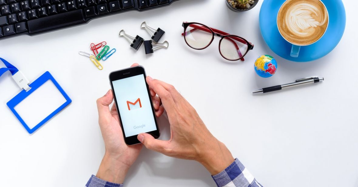 Kropki w adresie Gmail są zbędne, a plus naprawdę czyni cuda. Warto te triki przypomnieć