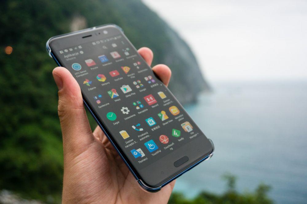Jaki smartfon do 1700 zł? HTC U11