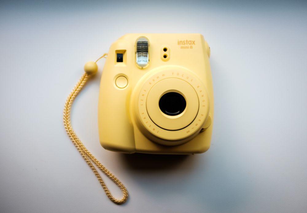 Żółty FujiFilm Instax Mini 8 - czyż nie wygląda jak cukierek?