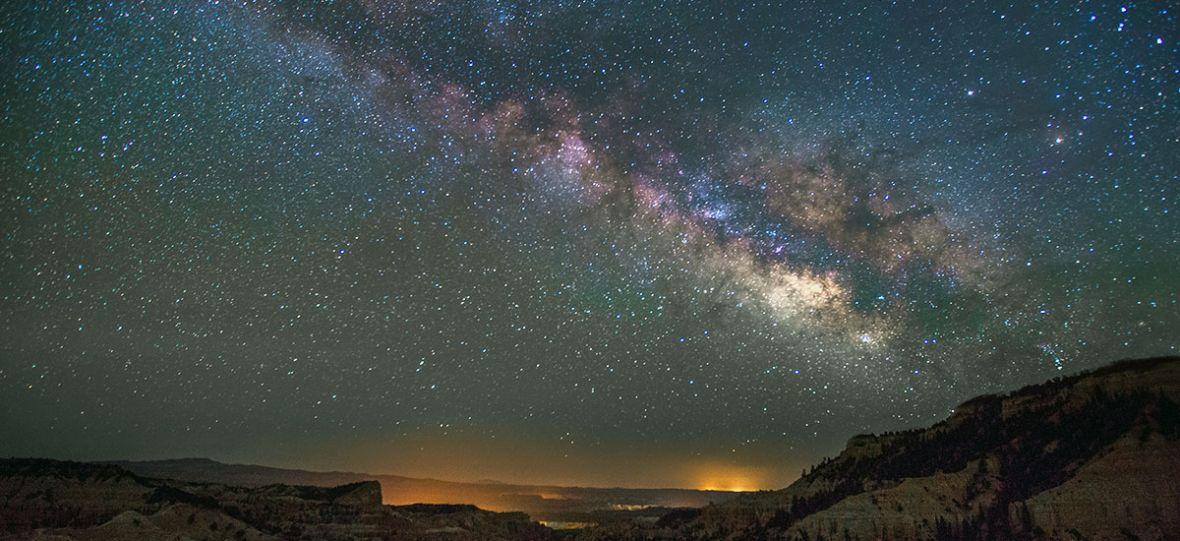 Wiemy, jak obliczyć masę gwiazd dzięki temu, jak zakrzywiają światło