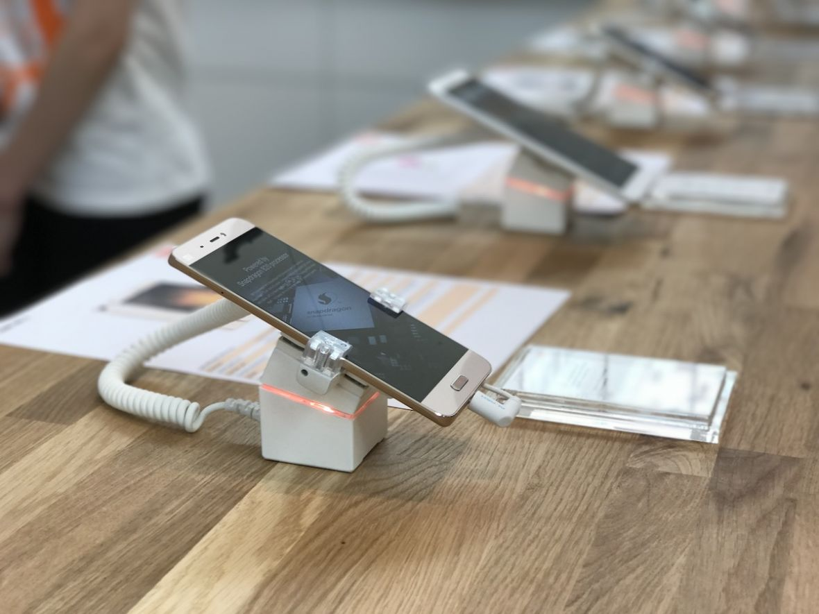 """To jest """"salon"""" Xiaomi na miarę naszych możliwości – relacja z otwarcia pierwszego sklepu w Polsce"""