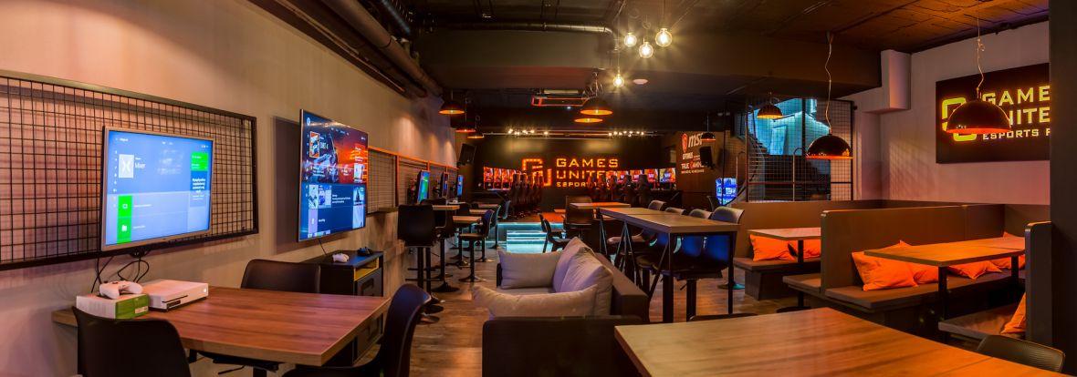 W Białymstoku otwarto pierwszy e-sportowy pub dla graczy. Zaglądamy do środka i sprawdzamy komputery
