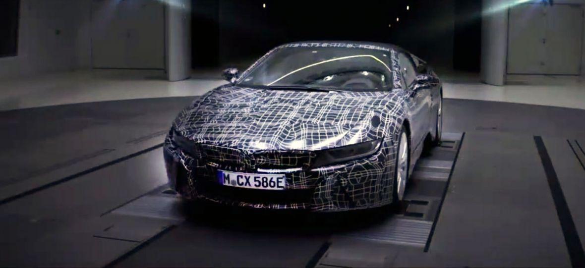 BMW prezentuje swoją najnowszą zabawkę dla dużych chłopców. i8 Roadster to śliczna hybryda bez dachu