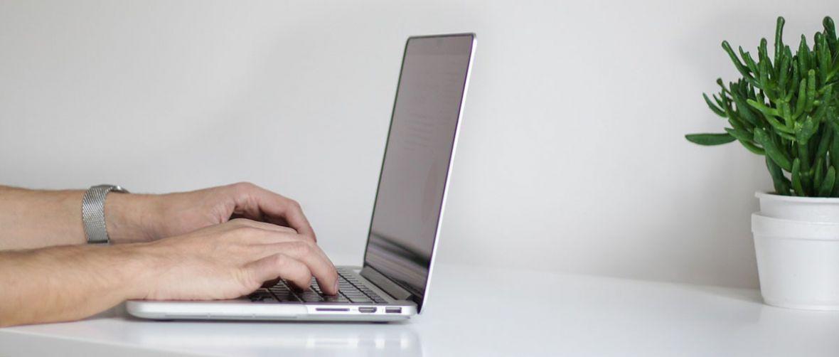 Jaki laptop do 2500 zł warto kupić? 3 najlepsze propozycje