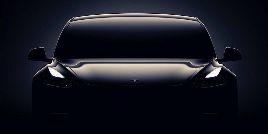 Pierwsze egzemplarze Tesli Model 3 trafiły do klientów. Jest i lista wyposażenia
