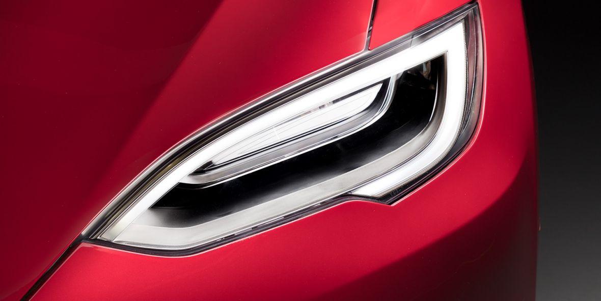Jak Tesla wybrnie z obietnicy nowych samochodów gotowych na autonomiczną jazdę? Opcje są dwie