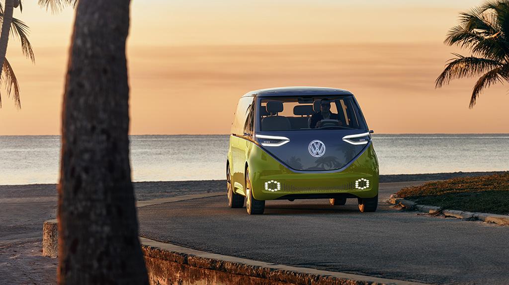 """""""Ogórek"""" wiecznie żywy. Volkswagen I.D. Buzz trafi do seryjnej produkcji"""