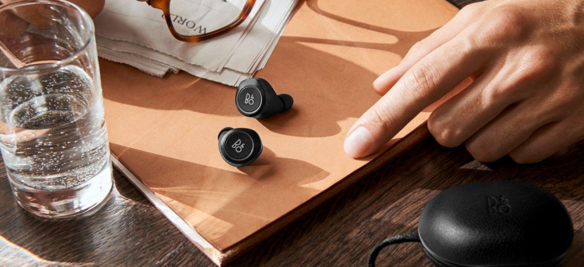 Nie do końca rozumiem ten trend, ale słuchawki BeoPlay E8 wyglądają niesamowicie