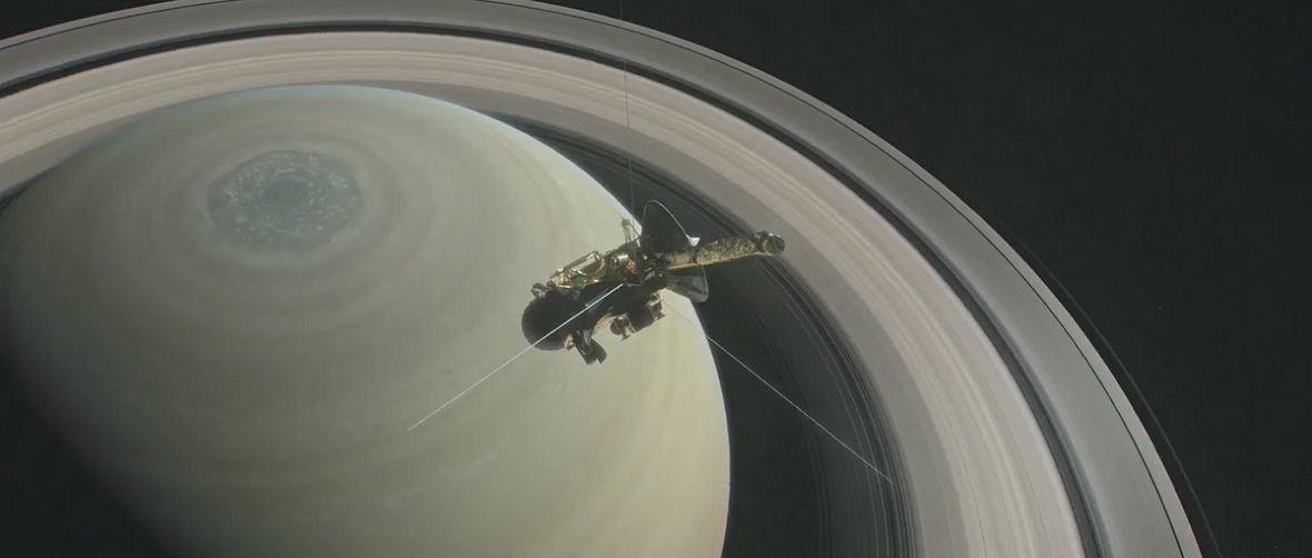 Sonda Cassini nada dziś ostatnią wiadomość. To już koniec wspaniałej historii statku