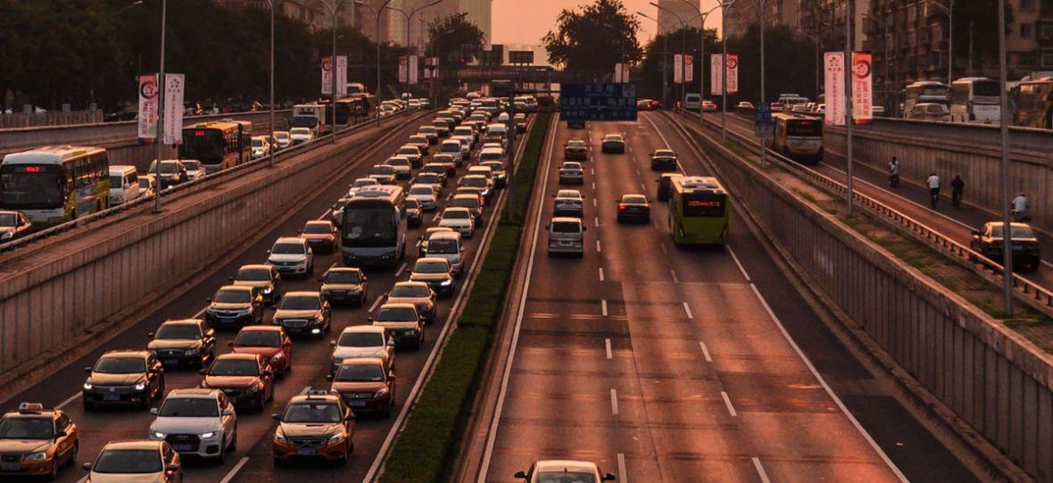Chiny zakażą sprzedaży aut z silnikami spalinowymi. Globalna elektryfikacja coraz bliżej