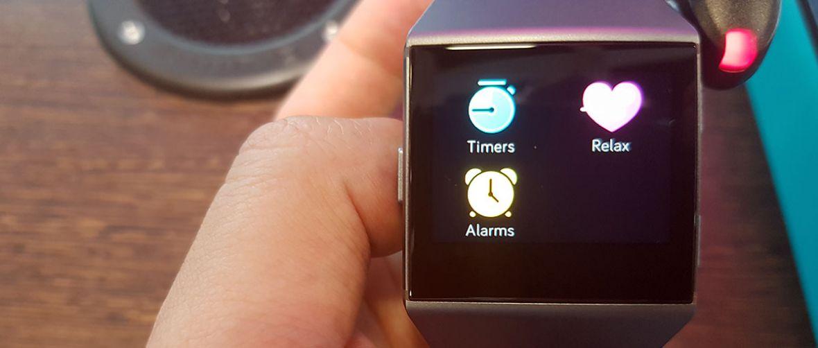 Fitbit wkracza w świat inteligentnych zegarków. I od razu wyróżnia się z tłumu