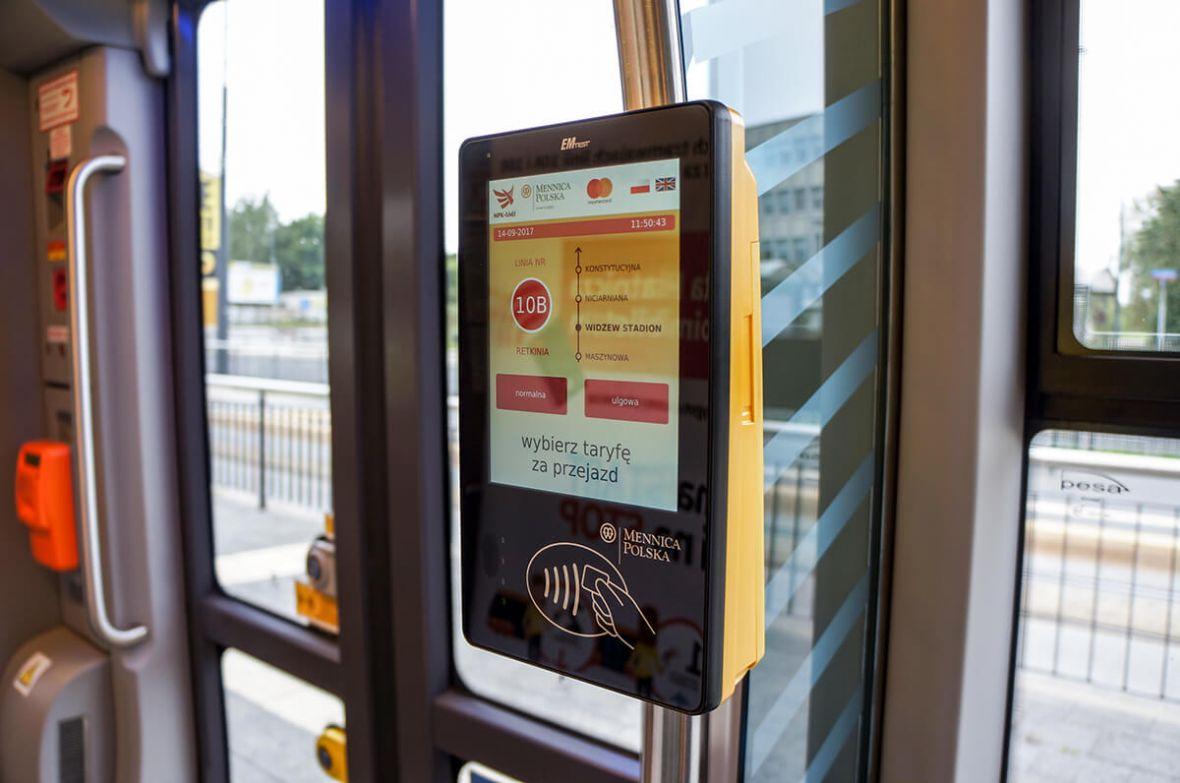 Polskie miasta gonią Londyn, czyli jak karta płatnicza zastępuje bilet komunikacji miejskiej