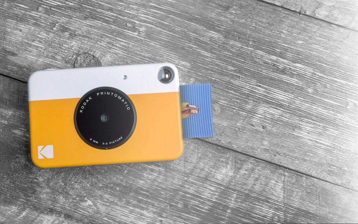 Ten aparat jednocześnie wydrukuje zdjęcie i zapisze jego cyfrową kopię. Oto Kodak Printomatic