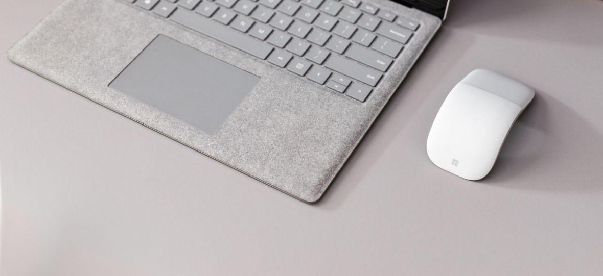 Sprawdzamy Surface Arc Mouse. Tę myszkę albo się kocha, albo nienawidzi