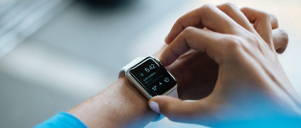 Nie stawiajmy jeszcze krzyżyka na inteligentnych zegarkach. Ich sprzedaż cały czas wzrasta