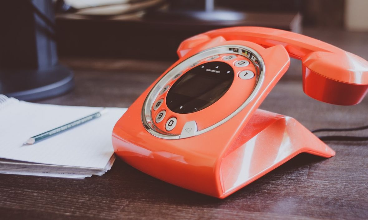 """Niesamowite, że właśnie polscy operatorzy telefoniczni nie rozumieją pojęcia """"telefon kontaktowy"""""""