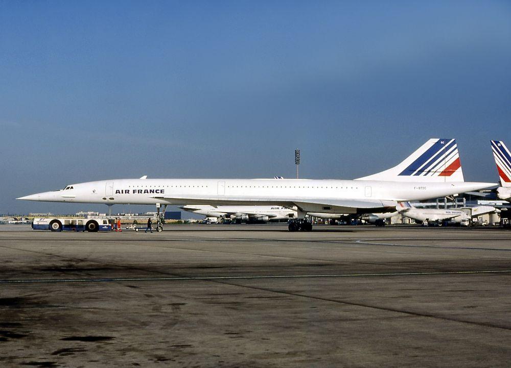 Concorde, który uległ katastrofie (nr. rej. F-BTSC). Zdjęcie wykonano na lotnisku w Paryżu w lipcu 1985 roku. Autor: Michel Gilliand.
