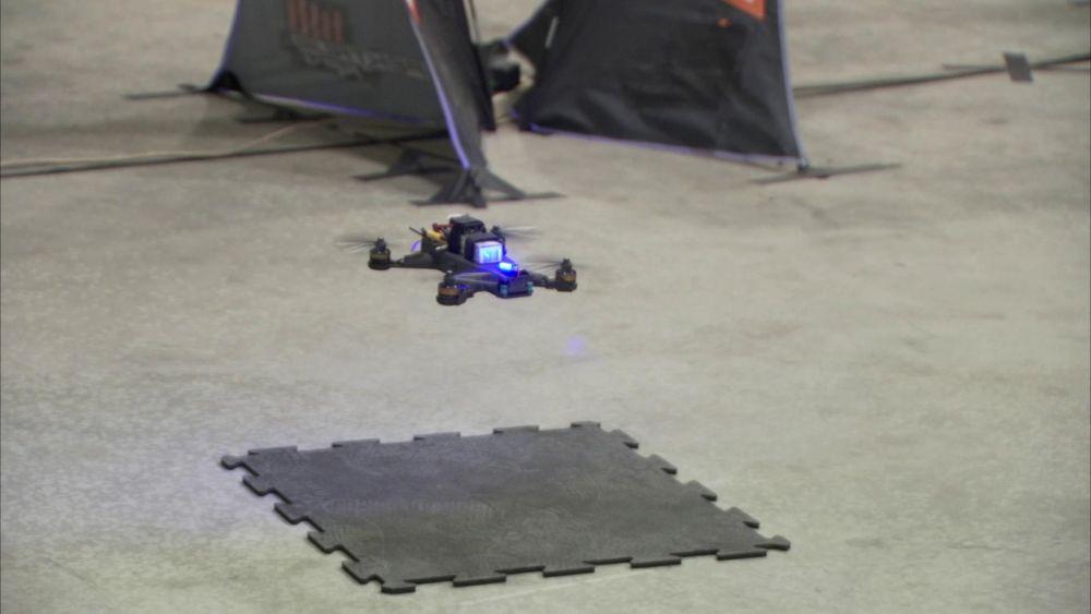drony wyścigowe człowiek kontra SI