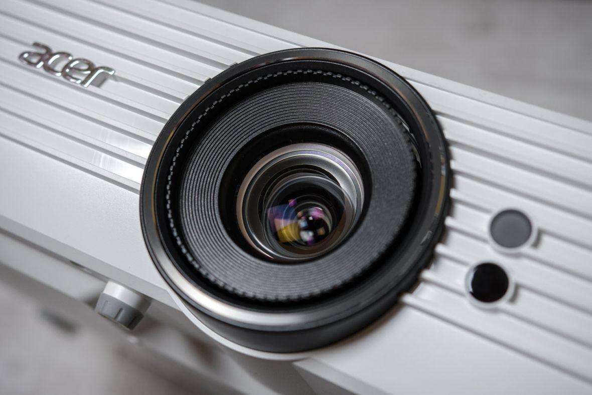 300 cali i 4K, czyli jak stworzyłem kino w domu. Testujemy projektor Acer V7850