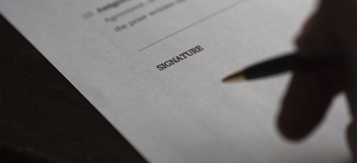 Zapisy drobnym drukiem w umowach przestaną straszyć. Upora się z nimi sztuczna inteligencja