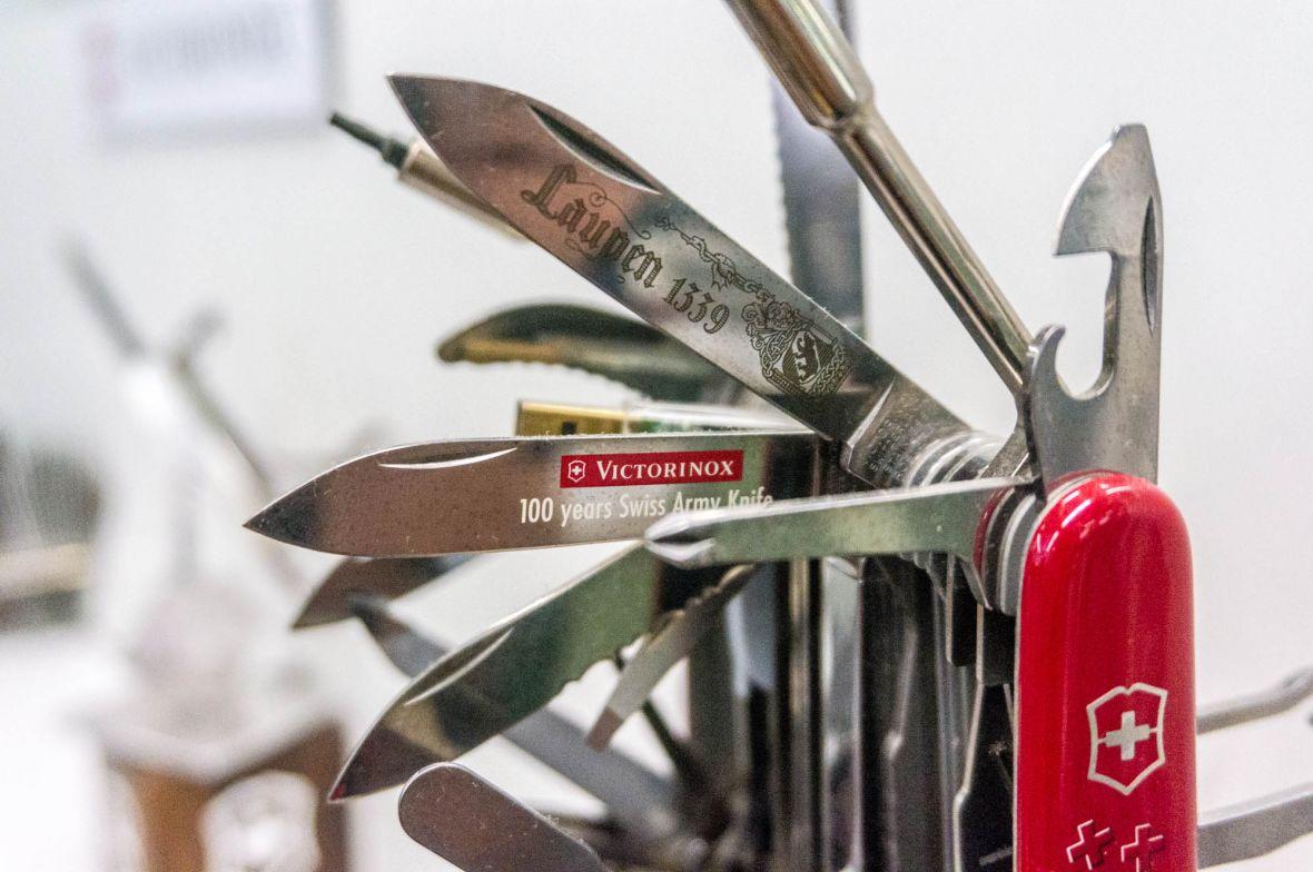 Jak produkuje się scyzoryki Victorinox? Byliśmy w szwajcarskiej fabryce