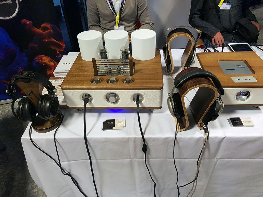 wystawa słuchawek