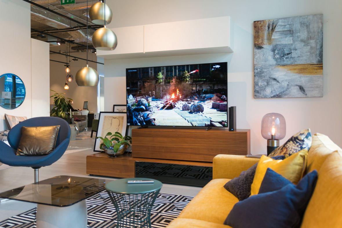5 powodów, dla których warto wybrać Samsung QLED TV na świąteczny prezent dla całej rodziny
