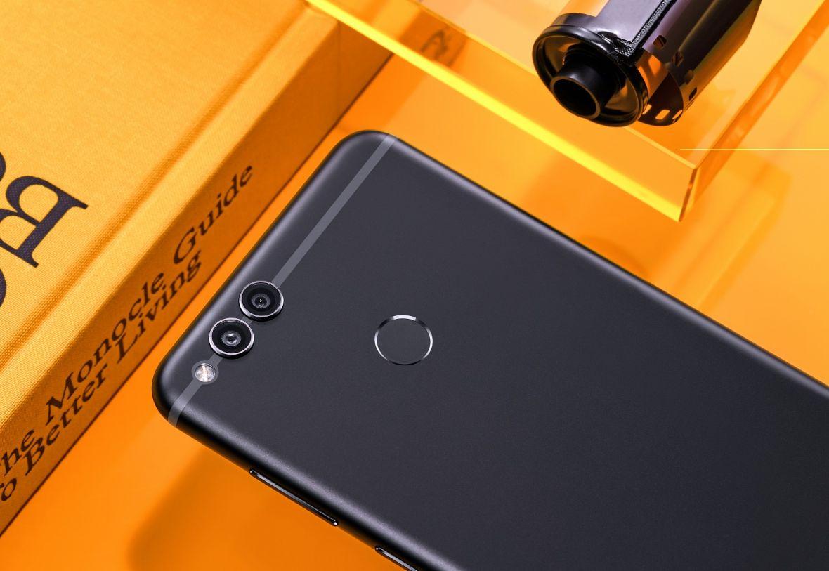 Honor 7X może okazać się rynkowym hitem. Czym różni się od bliźniaczego Huaweia Mate 10 Lite?