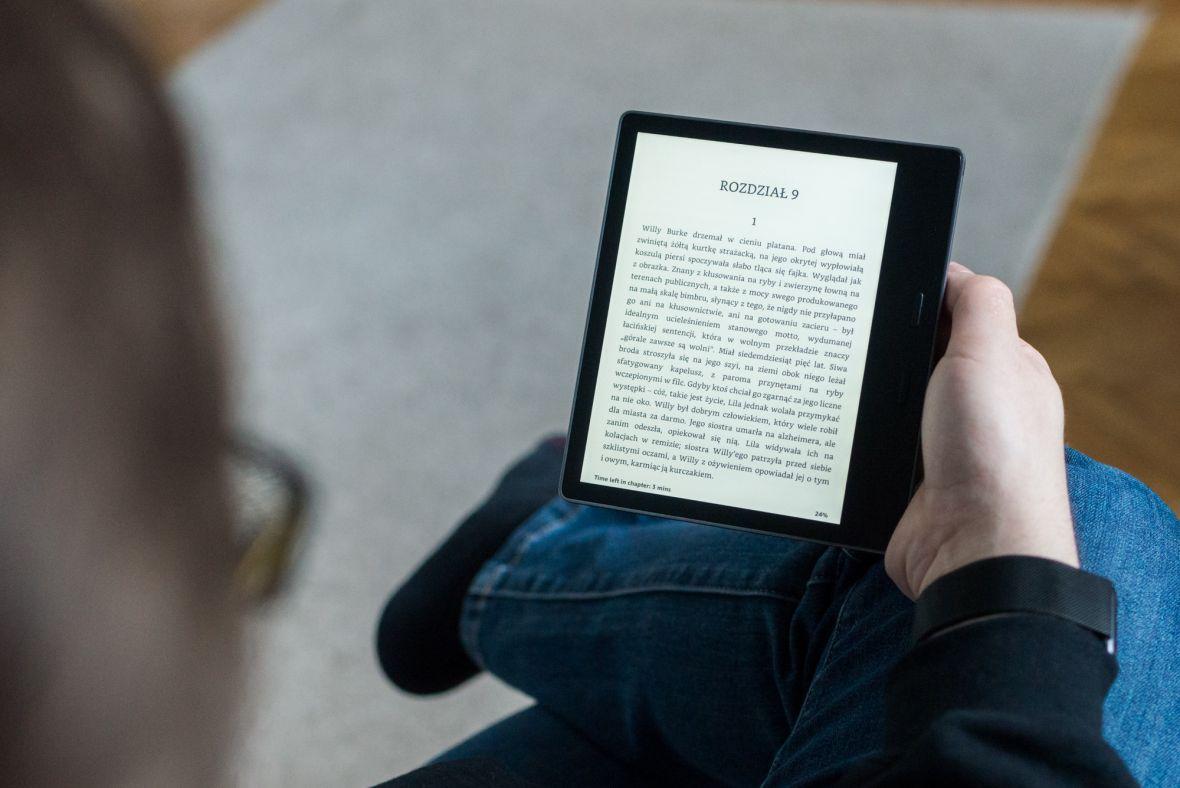 Nowy Kindle Oasis 3 robi ukłon w stronę nocnych marków. Wyświetlacz dostaje tryb wieczorny