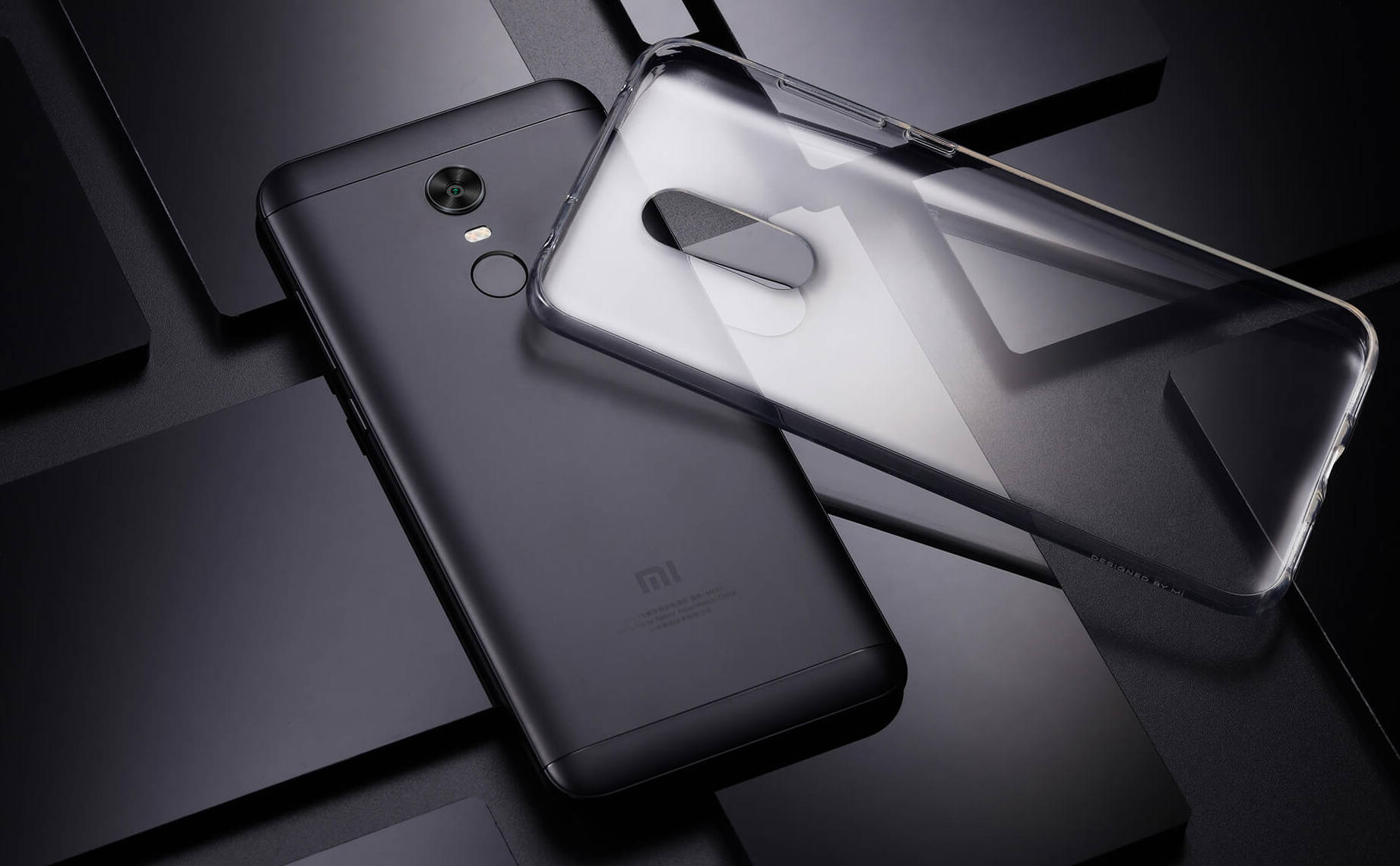 Mniejszy Xiaomi Redmi 5 ma 5 7 calowy ekran o rozdzielczości 1440 x 720 pikseli ośmiordzeniowy procesor Qual m Snapdragon 450 wsp³Å'pracujący z 2 lub 3