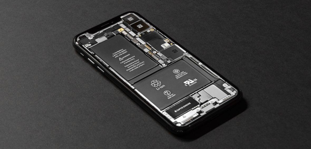 Nie daj sobie spowolnić iPhone'a. Sprawdź, ile kosztuje wymiana akumulatora i jak to zrobić