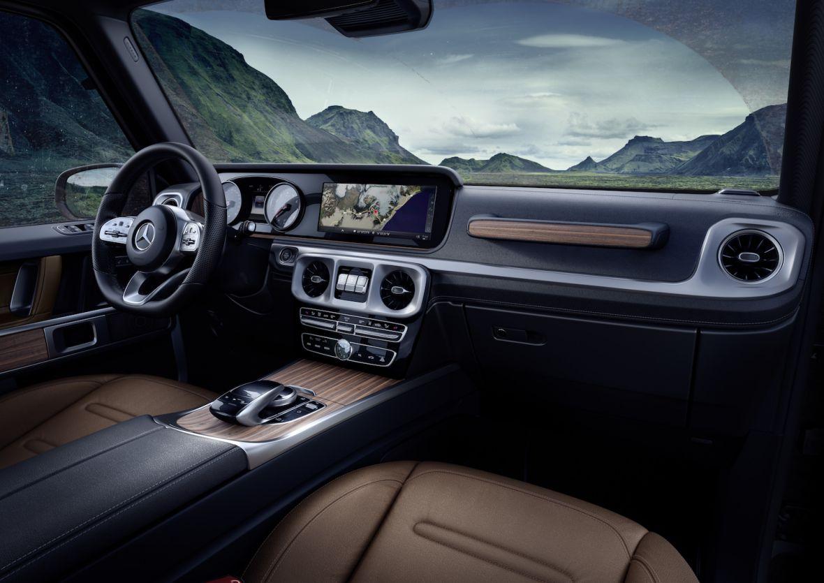 Nawet legendy muszą sięw końcu zmienić. Tak wygląda wnętrze nowego Mercedesa klasy G