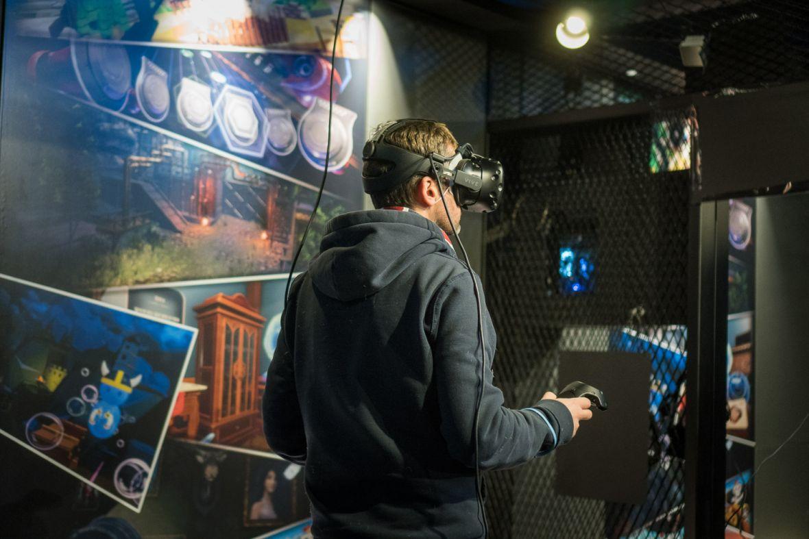 Muzeum AR czy park rozrywki VR? Byliśmy w obydwu miejscach i już wiemy, co wybrać