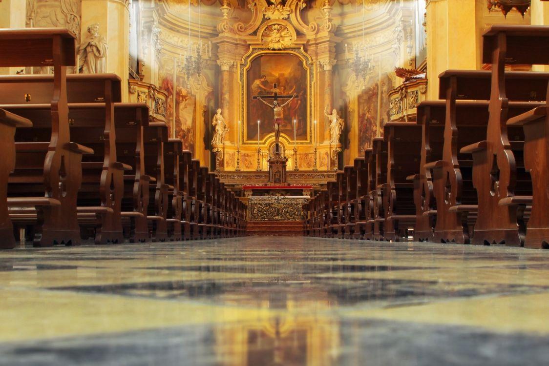 Największa ambona świata, czyli jak polski Kościół katolicki radzi sobie w Internecie