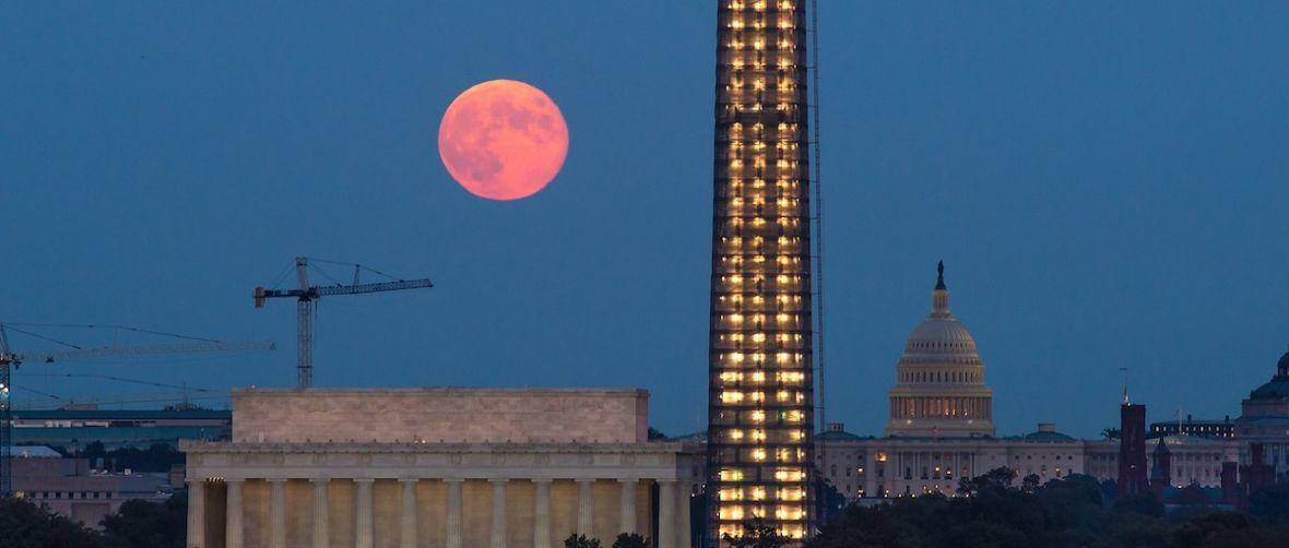 Księżyc będzie wyglądał potężnie. Zbliża się zjawisko Superksiężyca