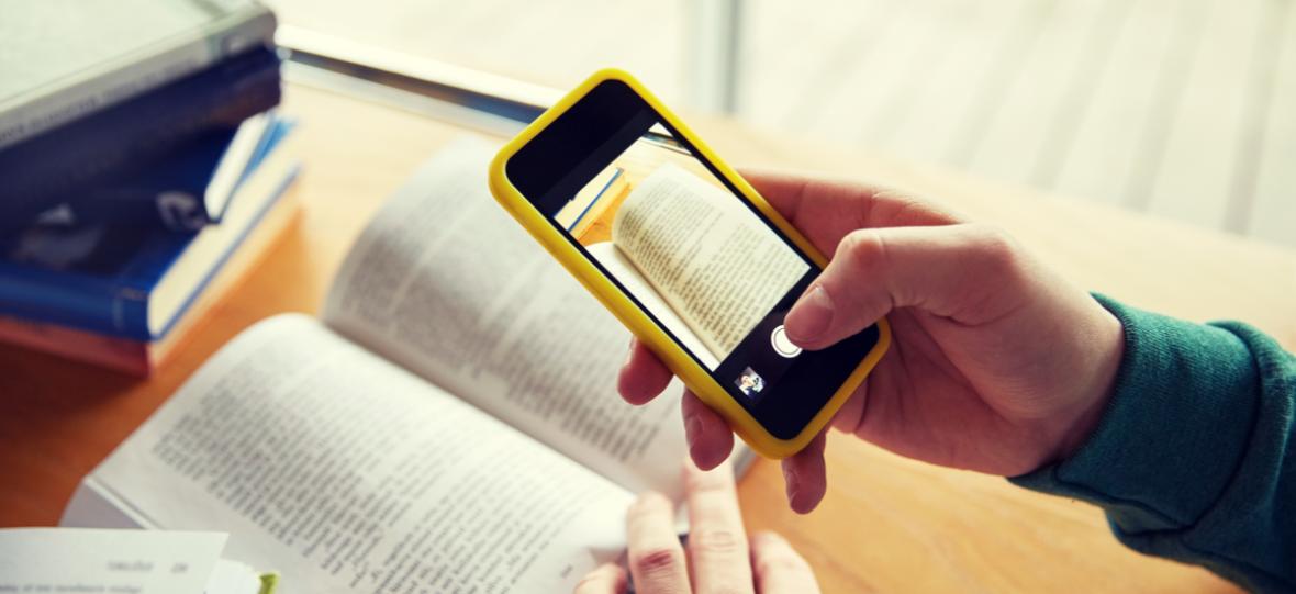 Smartfon to przedłużenie mózgu. Jak można zabronić uczniom korzystać z mózgu?
