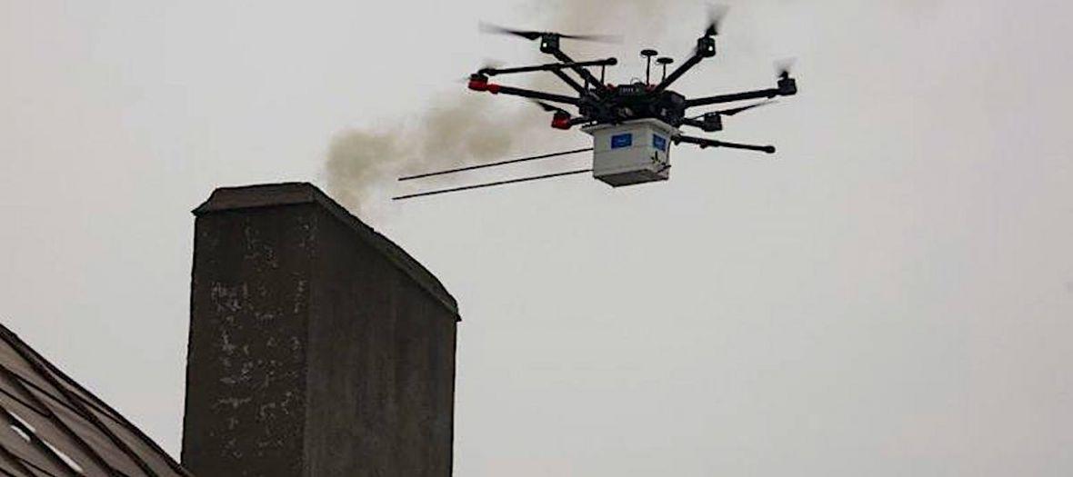 Tak Katowice walczą ze smogiem: dron podlatuje do komina i pobiera próbkę substancji. Efekt? 500 zł mandatu