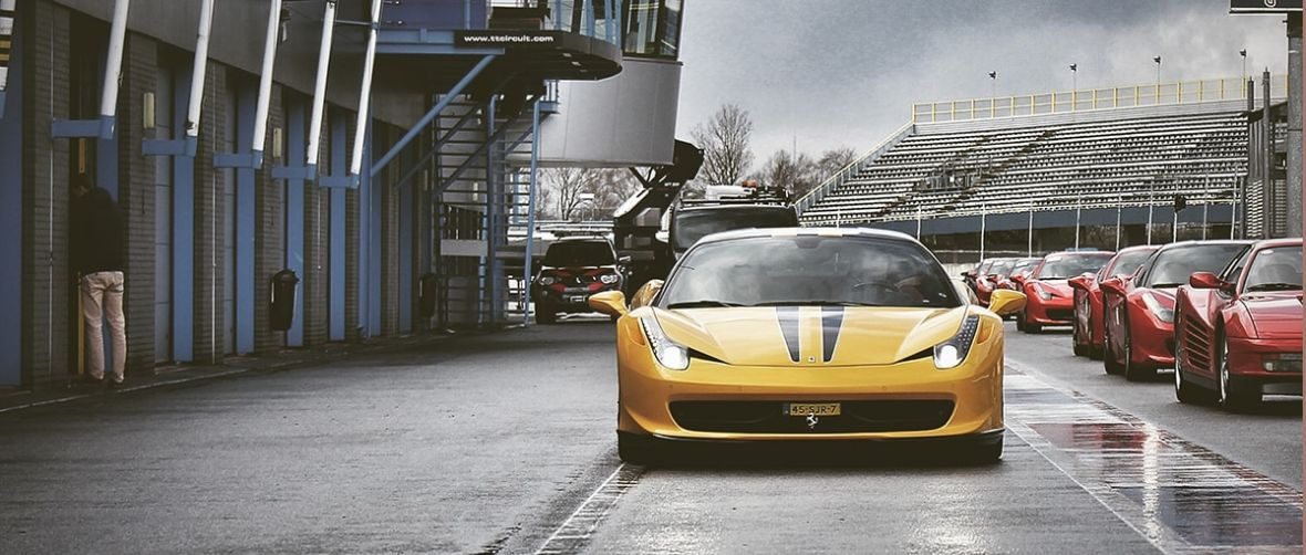 Ferrari rzuca wyzwanie Tesli i bierze przykład z najdziwniejszego projektu Lamborghini