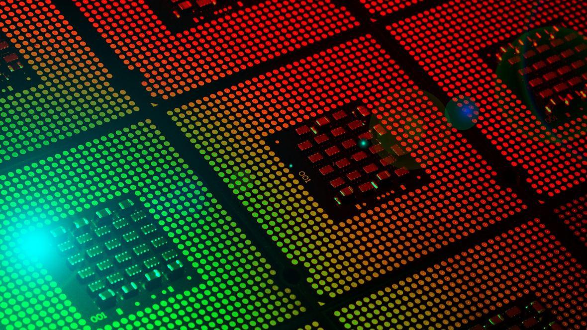 AMD walczy z Intelem jak równy z równym. Na 28-rdzeniowy układ Intela odpowie modelem 32-rdzeniowym