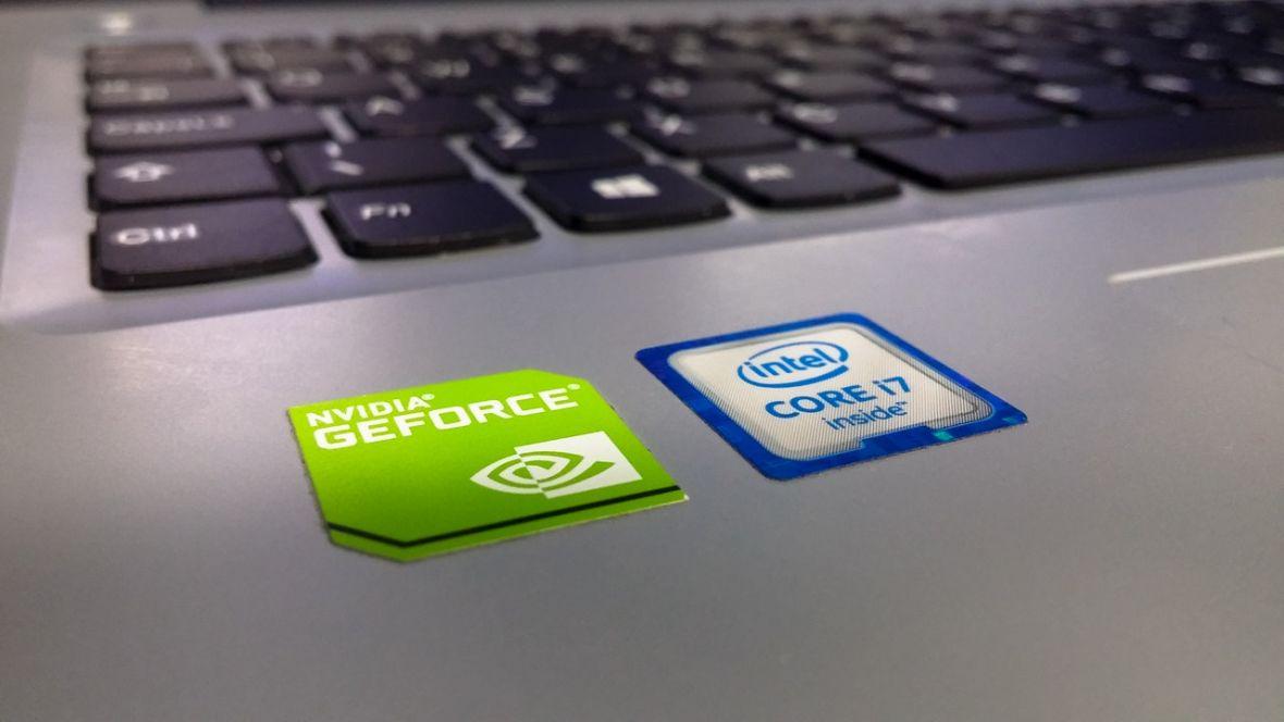 Na czym polega błąd w procesorach Intela, AMD i ARM? I czy faktycznie spowolni mój komputer?