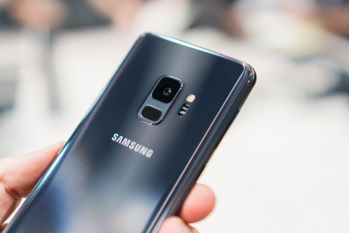 Jaki smartfon do 2500 zł wybrać? TOP 5 polecanych modeli